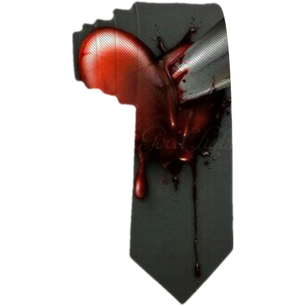 Cuchilla de corbata para hombre pegada en la corbata de seda roja ...