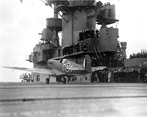 USS Wasp ( cv-7)。Britishイギリス空軍スピットファイアV Fighter Takesオフからキャリアを、後A 200-