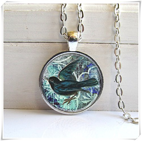 Magical magnet Blackbird Pendant, Bird Lovers Jewelry, Pretty Bird Necklace ()