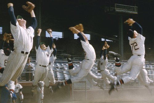 Damn Yankees! New York Yankees jump up for ball on field 24x