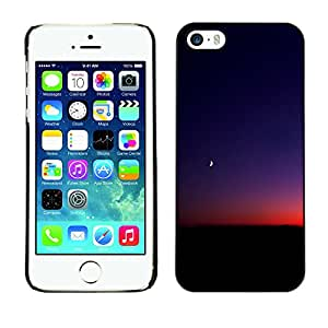 Planetar® ( Alone In My Night Thoughts ) iPhone 5 / 5S Fundas Cover Cubre Hard Case Cover