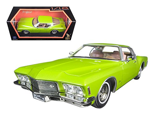 Maisto 1971 Buick Riviera GS Green 1/18 Model Car by Road -
