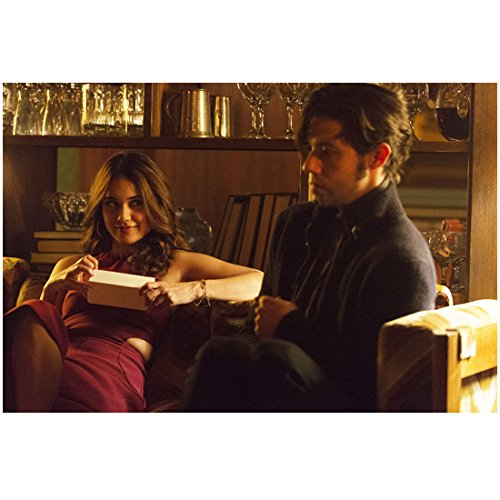 The Magicians (TV Series 2015 - ) 8 inch by 10 inch PHOTOGRAPH Summer Bishil from Ankles Up Holding Paper on Couch w/Hale Appleman kn ()