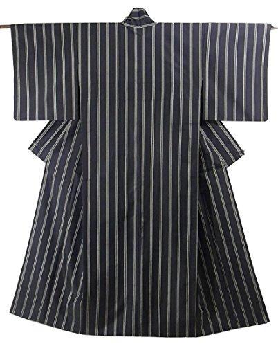 サンダーゆるく長老リサイクル 着物 紬 縞模様 正絹 袷 裄63.5cm 身丈157cm