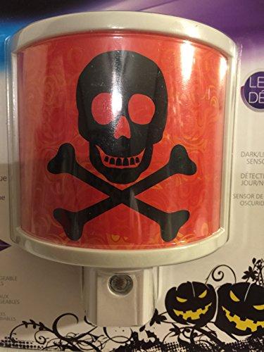 New Halloween Skull and Cross Bones Automatic Dark Sensor LED Night Light Plug In]()