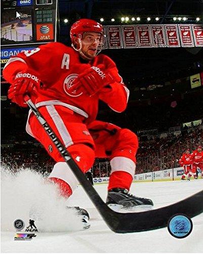 (Pavel Datsyuk Detroit Red Wings 2014-2015 NHL Action Photo (Size: 8