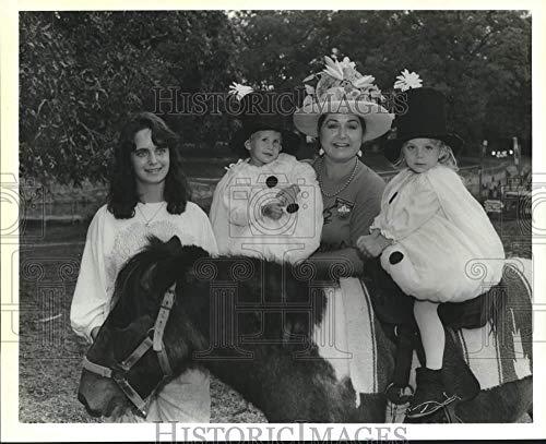 Vintage Photos 1989 Press Photo Julie Oakes, Billy, Ashley Barnett and Peggy Blocker at -