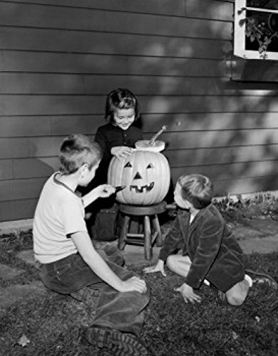 Posterazzi Boys and Girl preparing Pumpkin for Halloween Party Poster Print (24 x 36) Varies]()