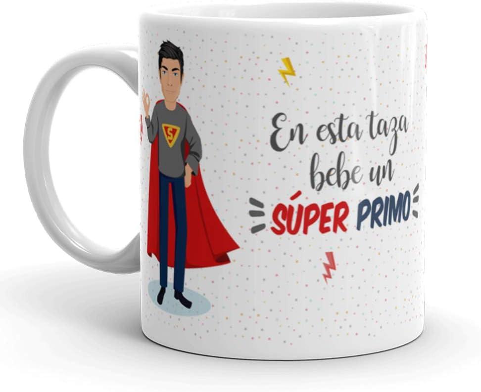 Kembilove Taza de Café para Primo – Aquí Bebe un Super Primo – Taza de Desayuno para Familia – Regalo Original para Familiares, Navidad, Aniversarios – Taza de Cerámica de 350 ml