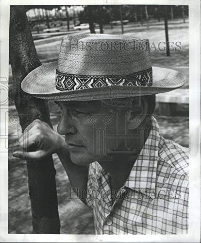 - Historic Images - 1968 Vintage Press Photo male model wearing Stetson Planter Hat- RSA07755