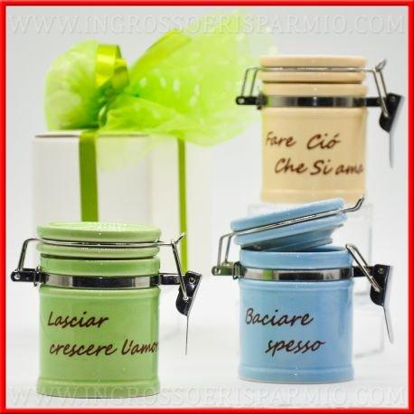 Botes para especias de porcelana coloridas con tapa con gancho de metal (3variantes de color, cada bote presenta una texto diferente en base al color), ideal como bombonera de boda o aniversario