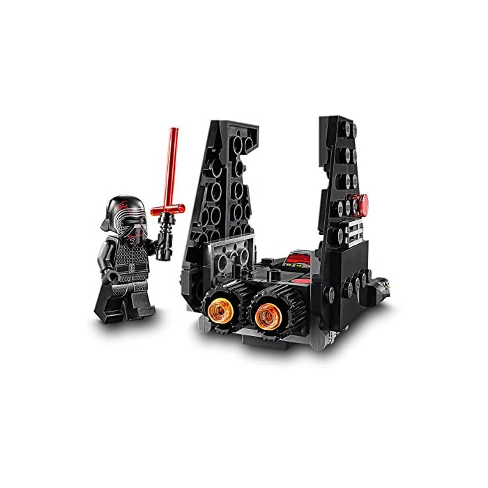 51WhHnu%2BXRL Los recién llegados al mundo de los juguetes de construcción LEGO Star Wars podrán interpretar el papel de un emblemático villano con el modelo LEGO Microfighter: Lanzadera de Kylo Ren (75264), una versión de construcción rápida equipada con cañones que disparan de la que se vio por primera vez en Star Wars: El Despertar de la Fuerza. A los peques les encantará meterse en la piel del malo: pilotar la lanzadera, ajustar las alas para activar los modos de vuelo o aterrizaje, ¡y atacar a la Resistencia con 2 cañones que disparan y la espada láser de la minifigura de Kylo Ren! Kylo Ren cuenta con un flamante casco (novedad en enero de 2020), decorado como si estuviera agrietado, y su propia espada láser; además, se incluyen montones de ladrillos LEGO que animarán a los peques a usar su creatividad para construir algo diferente con otros sets LEGO Star Wars.