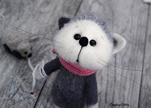 Grey/White cat with mouse toy, Needle felted animal, MADE TO ORDER, Knitted kitty, Home Kids room decor, Cat figurine, Soft wool sculpture, Birthday gift