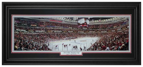 (Chicago Blackhawks (2010 Stanley Cup Game 1) Deluxe Framed Panoramic Photo)