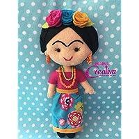 Muñeca artesanal de fieltro inspirada en Frida Kahlo/falda flores azul