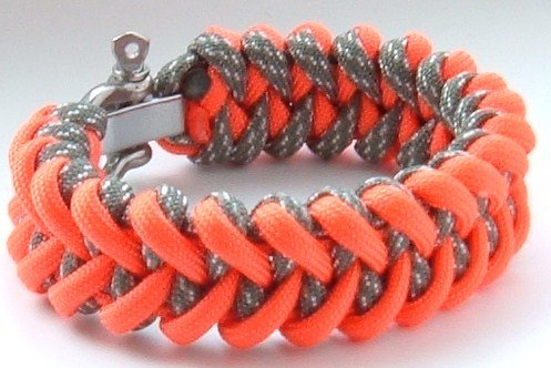 """Jagged Claw 550 lb Paracord Survival Bracelet with Adjustable Bow Shackle-(Recomended for Men)-5 Wrist Sizes-Over 12 Color Choices (ACU Digital and Hunter's Orange, 6.5"""" Wrist)"""