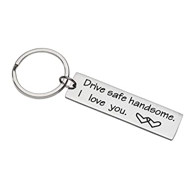 Amazon.com: Drive Safe Llavero con texto en inglés