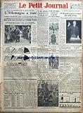 PETIT JOURNAL (LE) [No 25617] du 06/03/1933 - POUR LA TROISIEME FOIS EN MOINS D'UN AN... - L'ALLEMAGNE A VOTE - LE SENS ET LA PORTEE DE LA POUSSEE HITLERIENNE PAR ANDRE WALTZ - UN JEUNE CULTIVATEUR SOUPCONNE D'AVOIR TUE SON PERE, EST ARRETE - MANIFESTATION COMMUNISTE SUR LES GRANDS BOULEVARDS - M. ALBERT LEBRUN INAUGURE LA NOUVELLE ECOLE DE PUERICULTURE DE LA FACULTE DE MEDECINE - HOUETTEVILLE GAGNE LE GRAND PRIX FINOT A AUTEUIL - DECORS DE VERDURE NOUVEAUX DEVANT DE VIEILLES PIERRES - LA NOUVE