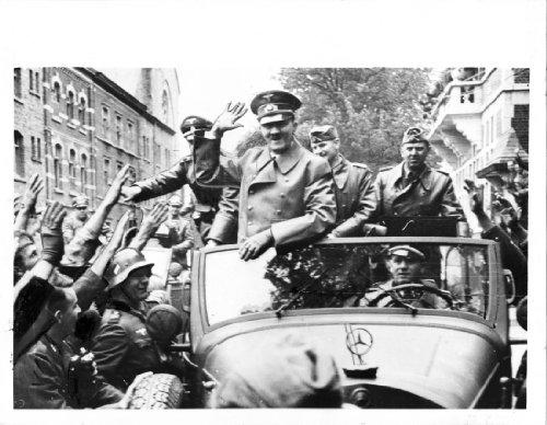 1940 Original Press Release Photo Hitler Cheers ()