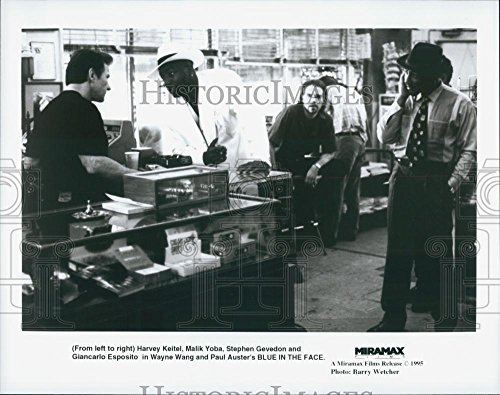 """1995 The wire Photo Harvey Keitel and Stephen Gevedon in """"Blue in the Face"""""""