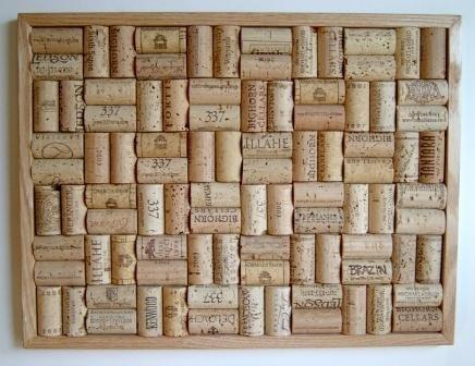 (Wine Cork Bulletin Board with Oak Frame)