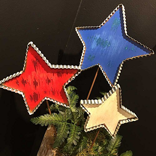 The Round Top Collection Pie Crust Stars, Set of 3 - Metal