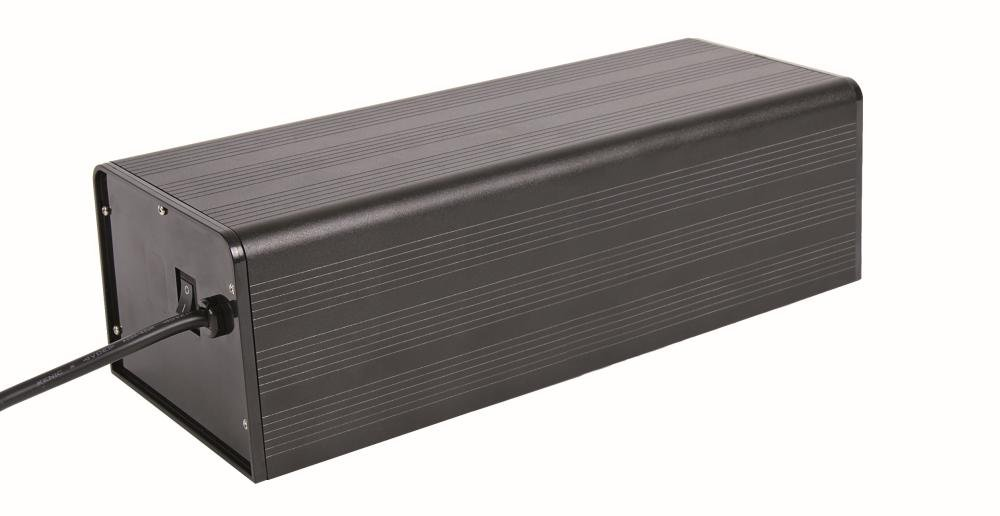 Trixie - 76076 - Cache en aluminium pour 1 lampe compacte - 50 W / 30 x 12 x 9 cm