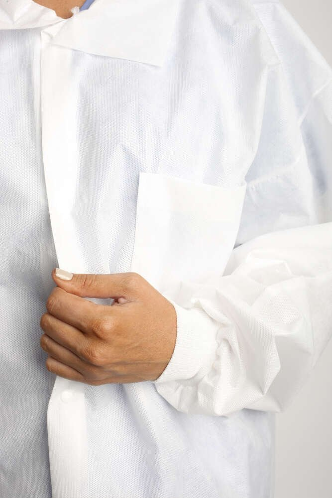 MediChoice Laboratory Coats, Premium, Disposable, Anti-Static, Three-Pocket, Knit Cuff, 5-Snap, Spunbond Meltblown Spunbond, Medium, White (Case of 25) by MediChoice (Image #4)