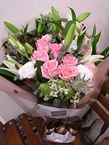 おまかせ花束100  【生花】 【花束贈呈】【かわいい花束】【おしゃれな花束】【かわった花束】【個性的な花束】 色をご指定ください。季節時期の入荷により花材資材は変更いたします(写真は一例です) お届けのご希望日時は注文日から 5~20営業日で必ずご指定ください。 (可愛いピンク赤系) B01BNT9RXW 可愛いピンク赤系