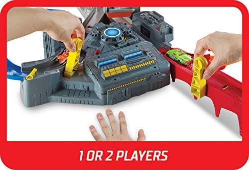 Hot Wheels CDL45 Action Mega Crash Superbahn, Trackset mit Loopings und Kurven inkl. 2 Starter und 1 Spielzeugauto, ab 6 Jahren