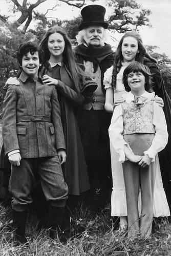 (Laurence Naismith, Lynne Frederick, Garry Miller, Rosalyn Landor and Marc Granger in The Amazing Mr. Blunden 24x36 Poster )