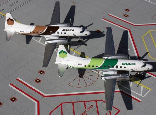 1: 200 ジェミニジェット Aspen 航空 Convair CV-580 Two Plane Set - Brown and Green (並行輸入)