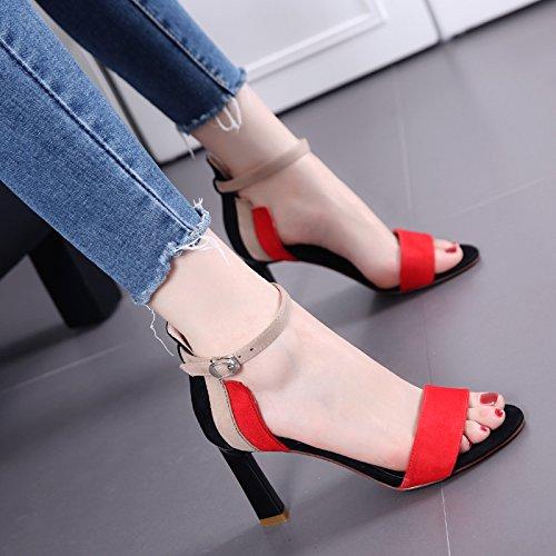Dedo del pie desnudo del color del encanto Palabra sandalias de la hebilla de las mujeres del desfile de moda delgada gruesos talón zapatos de tacón alto Black