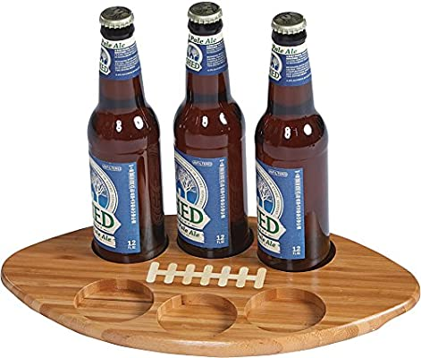 Diseño de balón de fútbol con botella de cerveza o cristal vuelo ...