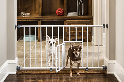 Carlson Mini Gate Extra Wide, with Small Pet Door