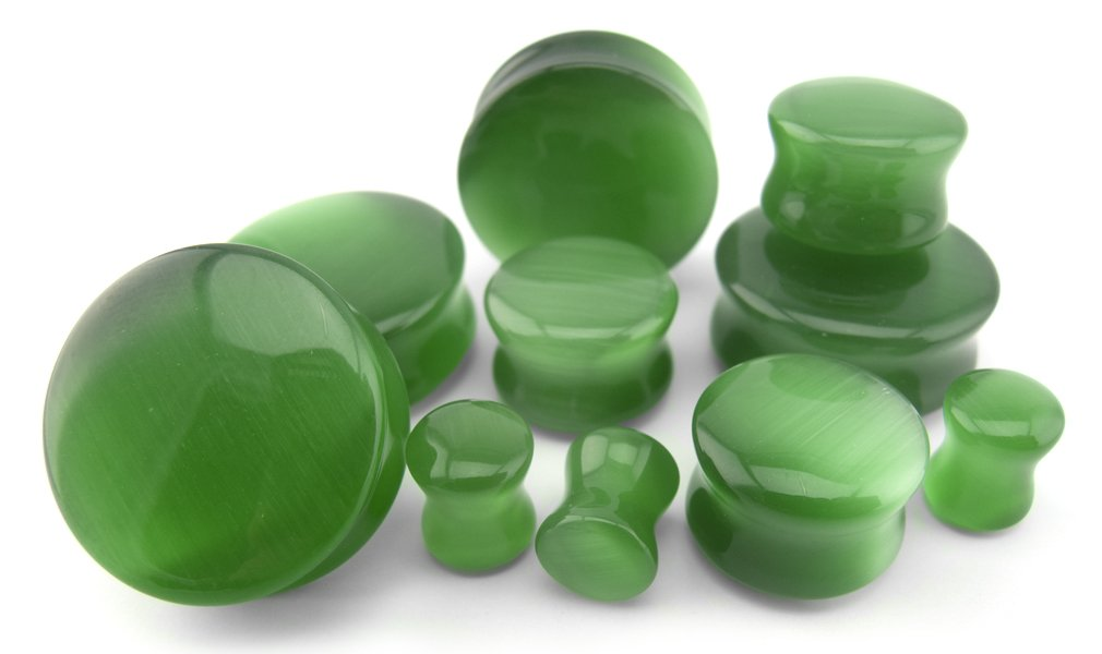 1 Pair of 13/16'' Gauge (20mm) Green Cat's Eye Glass Plugs by Urban Body Jewelry