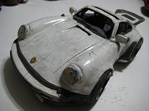 (Robert Hossack (USA) White/Black Porsche 930 Sunroof Coupe Ceramic 352-mm)