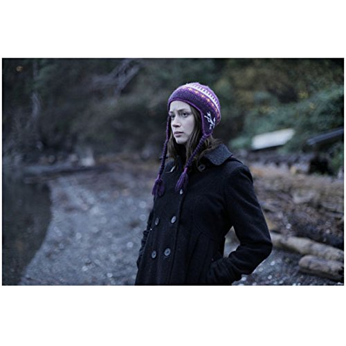 your-sisters-sister-emily-blunt-as-iris-outside-bundled-up-8-x-10-inch-photo