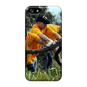 Tough Iphone ToI18645bBWO Cases Covers/ Cases For Iphone 5/5s(sailors Assigned To Uss Mount Whitney Clear Trash And Debris From Pembroke Garigu)