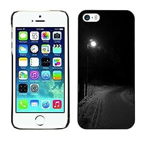 Caucho caso de Shell duro de la cubierta de accesorios de protección BY RAYDREAMMM - Apple iPhone 5 / 5S - Streetlight Winter Road Dark