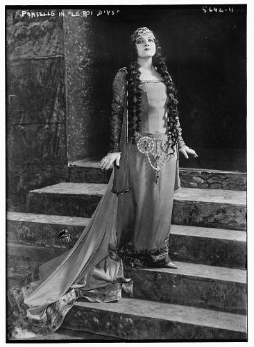 [Photo: Rosa Ponselle,Le Roi D'Ys,costumes,clothing,steps,headdresses,women,performances] (Performance Art Costumes)