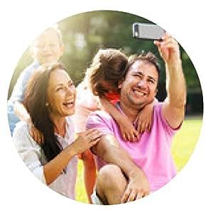 alfombrilla de ratón Familia que toma autofotos con el teléfono inteligente en el parque - ronda - 20cm