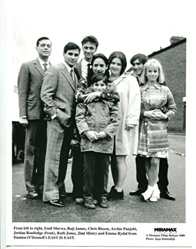 Moving picture PHOTO: East Is East-Emil Marwa-Raji James-Chris Bisson-8x10-B&W-Still-NM