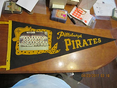 Team Photo Pennant - 1960 Pittsburgh Pirates Team Photo Pennant (world champions) wear