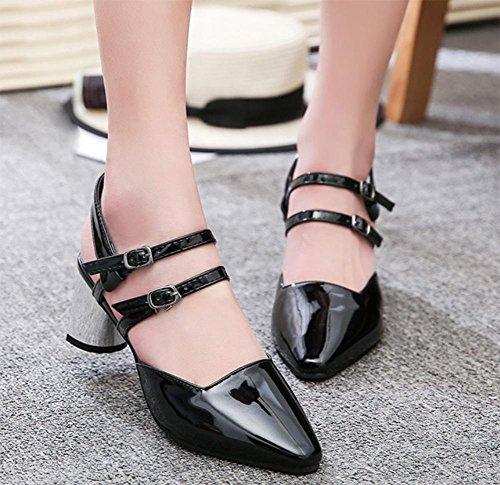 Shallow Mund hohles Wort Schnalle Schuhe mit spitzen rau mit den Frauen Sandalen Sommerschuhe black