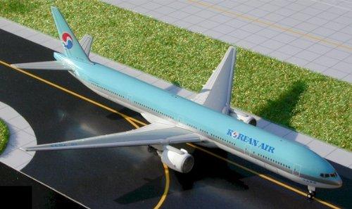 gemgj0094-1400-gemini-jets-boeing-777-300-korean-air-reg-hl7533-pre-painted-pre-built
