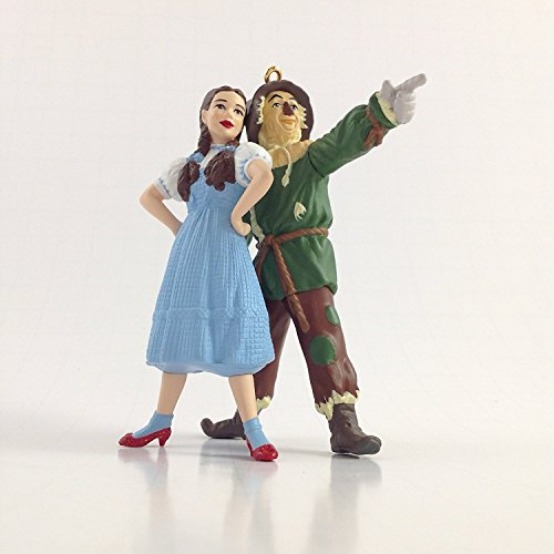 The Wizard of Oz 2002 Hallmark Ornament Dorothy And Scarecrow]()