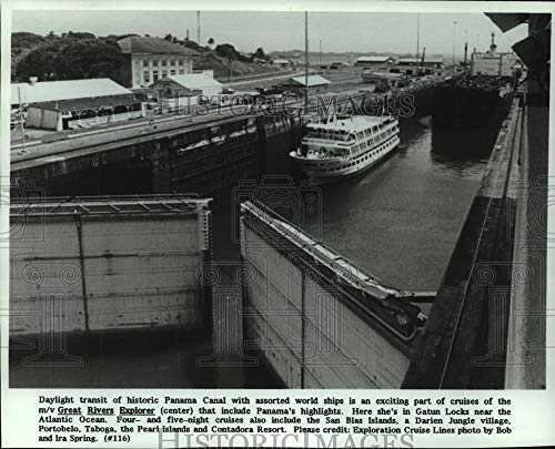 1988 Press Photo Cruise ship passes through historic Panama Canal in Gatun Locks - Historic Images (Best Time To See Panama Canal)