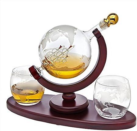 Soplado a mano, este elegante dispensador de whisky con diseño grabado del mundo y un barco antiguo