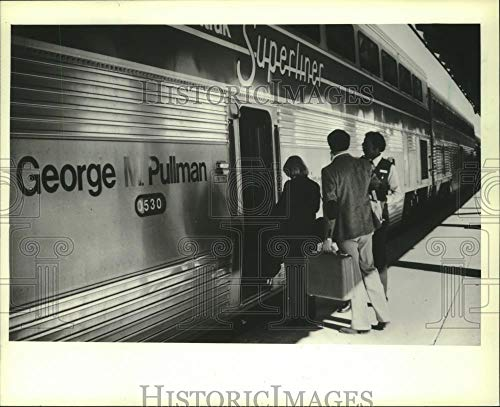 1982 Press Photo attendent Jody Turner welcomes passengers onto Amtrak train, CO - Historic Images
